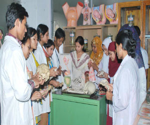 Medical Assistant Students at Lab