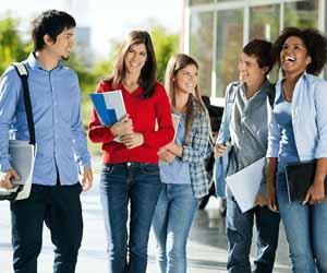 উচ্চশিক্ষায় শিক্ষার্থীরা