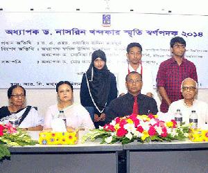 3 DU students get scholarship
